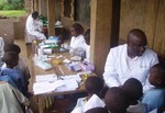 Pupils of Catholic School of Muea during blood collection: cliquer pour aggrandir